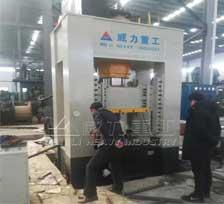500吨框架式油压机_框架式热锻