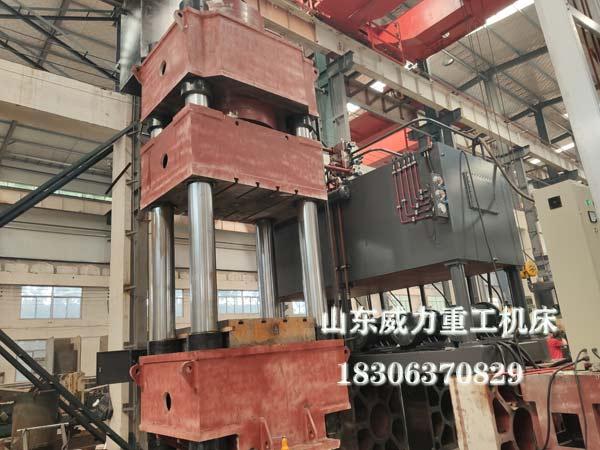 1500吨红冲热锻油压机喷漆前图片