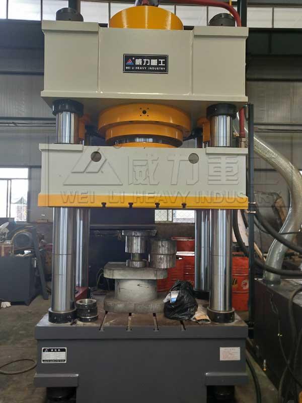 630吨排水沟盖板成型油压机